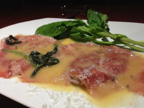 鹿児島産黒豚フィレ肉のサルティンボッカ風、レモン風味のバターソース Rサイズ(1,680円)