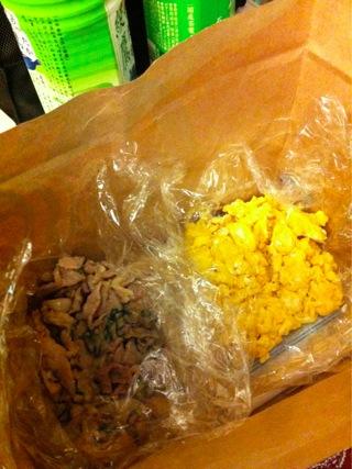 夕飯は冷蔵庫の残り物処分品(でも美味しかったよ)