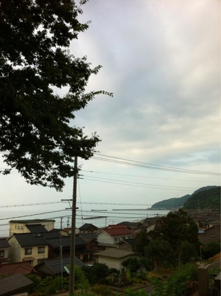 海と山に挟まれた集落なんです