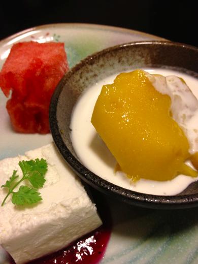 甘味(マンゴープリンのココナッツミルクがけ、豆腐のムース、西瓜)