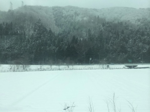 車窓は一面の雪景色
